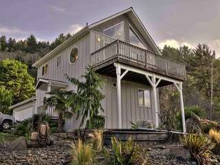 Ocean View Home in Yachats! Game Room! Sauna ! - Yachats vacation rentals