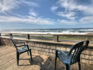 Ocean Front with Amazing View & Private Hot Tub! FREE NIGHT! - Yachats vacation rentals