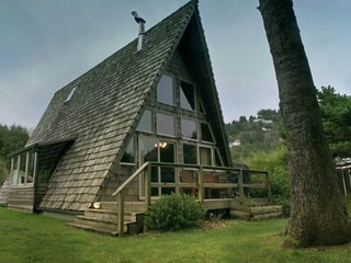 People Say It's the 'Coolest House in Yachats! Ocean View! FREE NIGHT! - Yachats vacation rentals