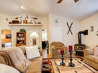 Cozy Open Concept Cabin in the Pines, Near Flagstaff - Flagstaff vacation rentals