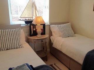 Nice House with Internet Access and Tennis Court - Hamble vacation rentals