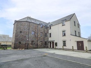 BEACON HOUSE, first floor apartment, WiFi, balcony, parking, in Burry Port, Ref - Burry Port vacation rentals