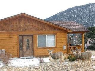 Ideal Mountain Home / Walk to Town / Quiet Deck with Mtn View / Wifi - Estes Park vacation rentals