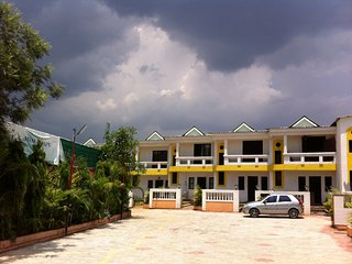 Cozy Villa with Satellite Or Cable TV and Parking - Mahabaleshwar vacation rentals