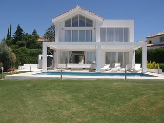 New Built Luxury Villa in Marbella with SEA VIEW -1 min to Golf - 7 min to Banus - Benahavis vacation rentals