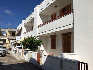 Villetta a San Foca in centro con giardino e 2 bagni a 200 m dalla Spiaggia - San Foca vacation rentals