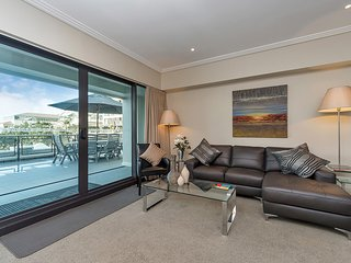 2 Bedroom and 1 Bath Waterfront  in Prince's Wharf - Auckland vacation rentals