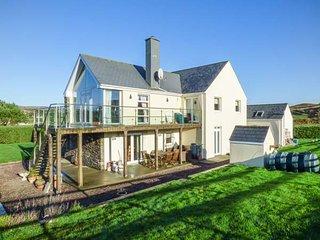SKEAGHNORE, ground floor apartment, en-suite bedrooms, WiFi, ample parking, Castletownshend, Ref 934900 - Castletownshend vacation rentals