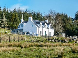 6 KNOTT, pet-friendly, lawned garden, fantastic base, Portree, Ref 948770 - Portree vacation rentals