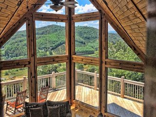 5BR Mountain Cabin with Long Range Views in Gated Community only 12 Miles to - Fleetwood vacation rentals