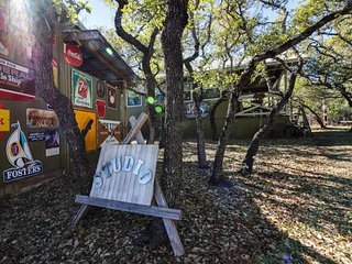 Perfectly decorated, dog-friendly cabin with a shared pool and hot tub - Dripping Springs vacation rentals