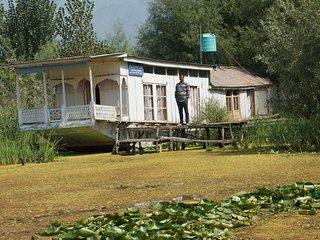 Holiday Rental Houseboat In Srinagar - Srinagar vacation rentals