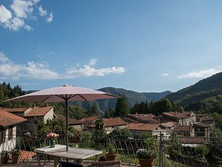 Perfect 1 bedroom Licciana Nardi Condo with Internet Access - Licciana Nardi vacation rentals