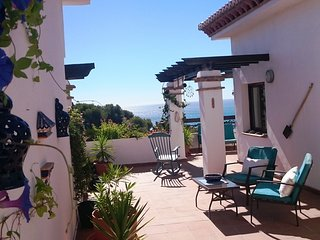 Penthouse with a spectacular terrace and sea views - La Herradura vacation rentals