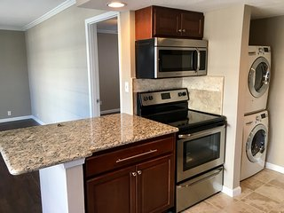 Walking distance to Houston Galleria: Superbowl Rental - Piney Point Village vacation rentals