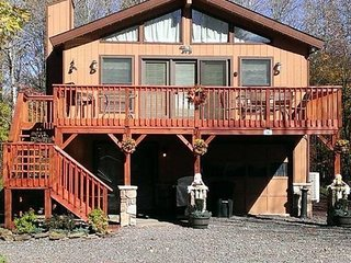 5 Bd 2 Bath Home Sleeps 10 w/Game Room,Wifi & A/C - Lake Wallenpaupack vacation rentals