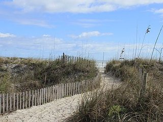 Lovely and Quaint Seaside Apartment - Saint Augustine Beach vacation rentals