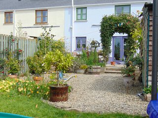 Deilen Aur, a modern 3-bed semi-detached country cottage in Cardigan Bay - New Quay vacation rentals