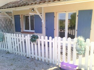 """Gite ,T2 """" Aux Volets Bleus """" RDC de notre Maison Familiale ,Bienvenue ! - Castres vacation rentals"""
