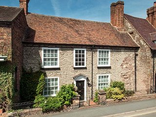 WENLOCK HOUSE, Grade II listed, pet-friendly, two gardens, open fire, in Much Wenlock, Ref 950766 - Much Wenlock vacation rentals