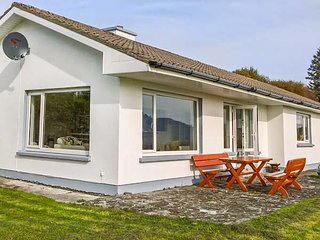 LAKE VIEW, detached bungalow, lake and mountain views, open fire, in rural location, near Waterville, Ref 952108 - Waterville vacation rentals