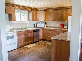 Beautiful 5 bedroom Cottage on West Lake - Bloomfield vacation rentals