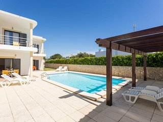 Nice House with Internet Access and Shared Outdoor Pool - Espiche vacation rentals