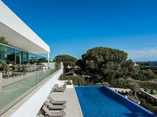 Casa Canavial - 5 bedroom luxury villa with pool, beach 5 minutes - Lagos vacation rentals