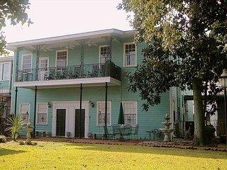 SVR-00480 Historic 2BR Only 2 Blocks from River Street - Savannah vacation rentals