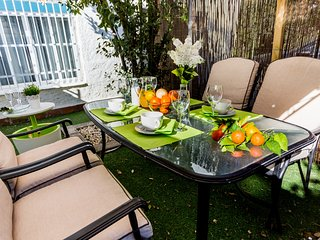 Cozy apartment with amazing porch. - Seville vacation rentals
