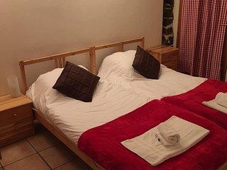 Chalet Maya - 7 en-suite bedrooms for 12 - L'Alpe-d'Huez vacation rentals