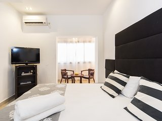 Amazing Studio by Hilton Beach - Tel Aviv vacation rentals