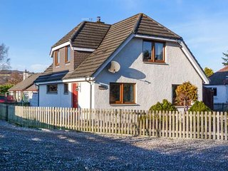 DRUMMOND COTTAGE, spacious cottage, woodburner, garden, in Grantown-on-Spey, Ref 925409 - Grantown-on-Spey vacation rentals