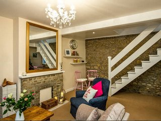 Mint Leaf Cottage, Bruton (FREE Parking, FREE WiFi & Surprise Welcome Hamper!!) - Bruton vacation rentals