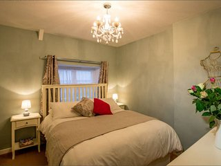 Mint Leaf Cottage, Bruton - FREE Parking & FREE WiFi - Bruton vacation rentals