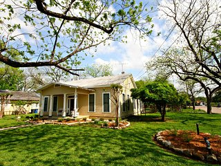 Lovely House with Internet Access and A/C - New Braunfels vacation rentals