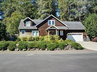 This secluded suburban home sleeps 10 and is moments away from the beach! - Gearhart vacation rentals