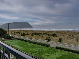 Sweeping oceanfront views from this one bedroom condo right on the prom! - Seaside vacation rentals
