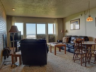 Enjoy secluded Neskowin from this oceanfront home a throw away from the sand! - Neskowin vacation rentals