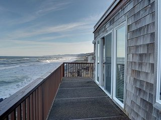 Perfect oceanfront condo in Neskowin for your secluded retreat to the coast! - Neskowin vacation rentals