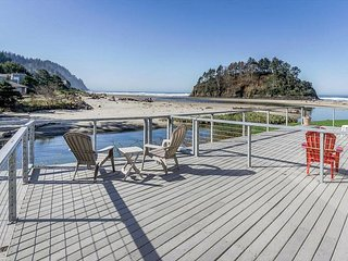 "Amazing Proposal Rock - Relax and enjoy the ""Amazing"" oceanfront views! - Neskowin vacation rentals"