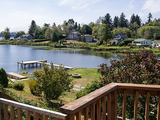 Lake Point Hideaway - Lake front! Bring you boat and enjoy the private dock. - Neotsu vacation rentals