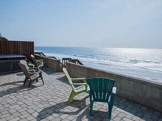 Beautiful luxury ocean front house with direct beach access and a hot tub! - Lincoln City vacation rentals