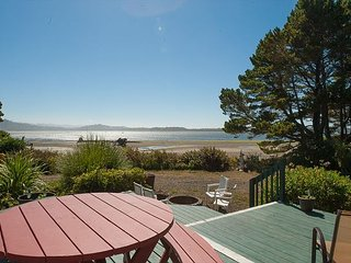 Heron House: a beautiful bay front home in Lincoln City with panoramic views! - Lincoln City vacation rentals