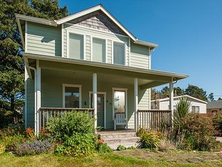 Beautiful Gleneden beach house with room for 12 guests & easy beach access! - Gleneden Beach vacation rentals