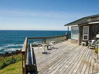 Sweeping views from this oceanfront pet friendly home in Depoe Bay! - Depoe Bay vacation rentals