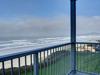 The perfect oceanfront condo for two in the heart of Newport's Nye District! - Newport vacation rentals