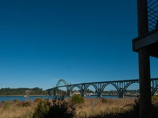 Charming bay front townhouse with beautiful views near the Newport Bridge! - Newport vacation rentals