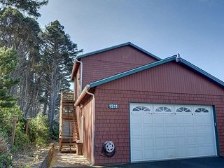 Pet-friendly & affordable studio near Seal Rock State Park. Come and explore! - Seal Rock vacation rentals