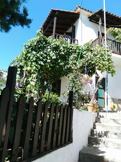 Traditional 3 bedroom cozy house with terrace and a garden in a quiet place. - Kallirachi vacation rentals